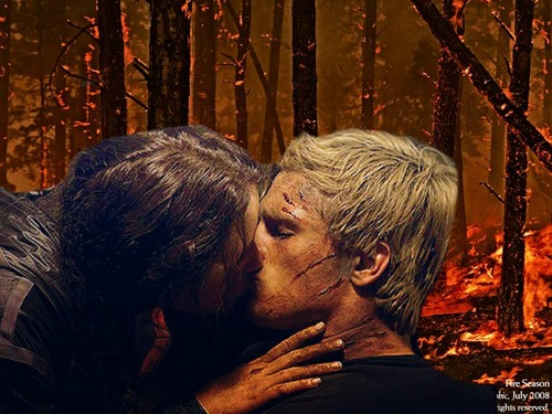 The Hunger Games wallpaper called Katniss and Peeta Kiss