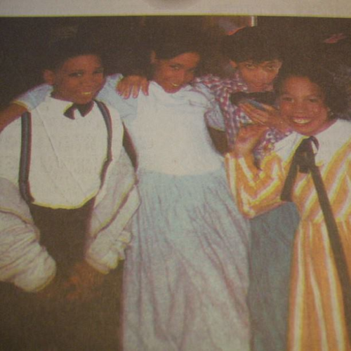"Little Aaliyah & vrienden on ""Hello Dolly"" play (Detroit newspaper)"