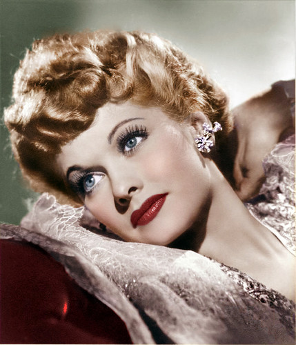 Lucille Ball پیپر وال possibly with a portrait entitled Lucille Ball