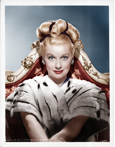 Lucille Ball پیپر وال possibly with a تخت entitled Lucille Ball
