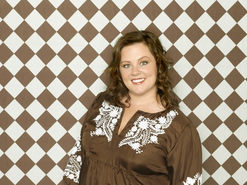 Melissa McCarthy 바탕화면 with a chainlink fence entitled Melissa McCarthy