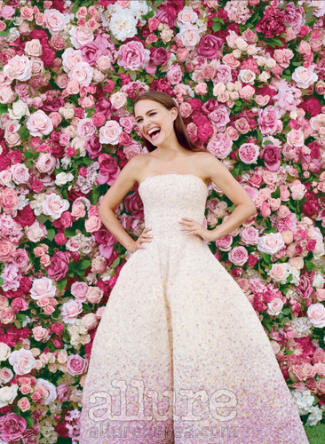 natalie portman wallpaper possibly with a vestido and a jantar dress titled Miss Dior