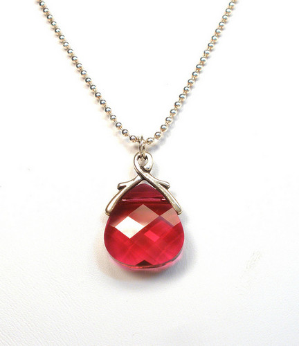 Red Hintergrund called Red Ruby Jewelry