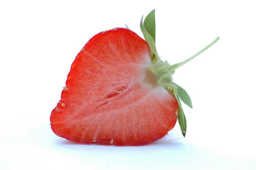 Red Hintergrund with a virginia strawberry, a strawberry, and a strand erdbeere titled Red erdbeere