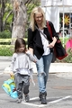 Sarah out with Charlotte at the Farmers Market in LA (25th May 2013) - sarah-michelle-gellar photo