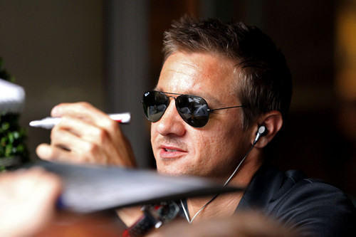 Jeremy Renner wallpaper containing sunglasses called Signing autographs in London