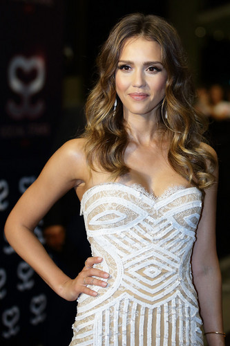 jessica alba wallpaper probably containing a koktil, koktail dress called Social bintang Awards 2013