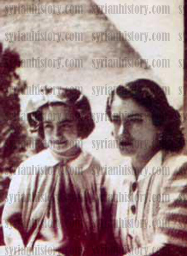 Syrian singer Asmahan with her daughter Camillia al-Atrash visiting the Pyramids - Cairo 1944