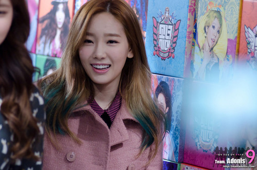 taeyeon (snsd) wallpaper probably with a well dressed person, an outerwear, and a box mantel entitled Taeyeon