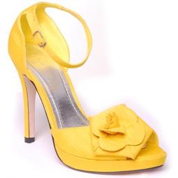احذيه باللون الاصفر رووعه