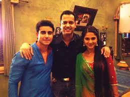 Saraswatichandra (TV series) wallpaper possibly containing a business suit, a well dressed person, and a portrait called set