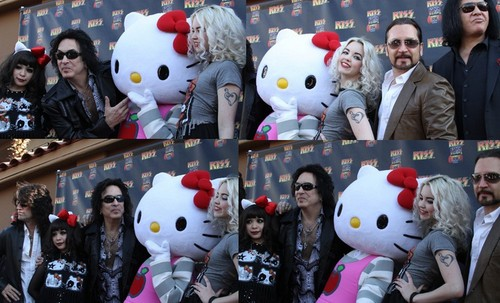 ☆ Kiss - HELLO KITTY STUFF ☆