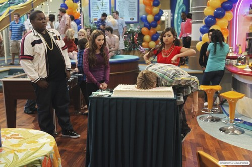 'The Suite Life on Deck' stills: 3x08 Party On!