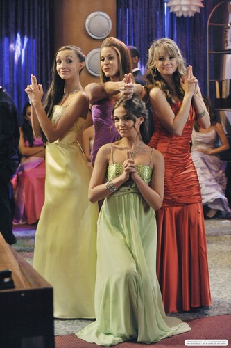 'The Suite Life on Deck' stills: 3x21 Prom Night