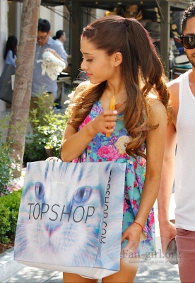 01.June - Shopping at TopShop in West Hollywood