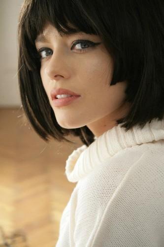 Alexandra Dinu romania actress famous romanian people