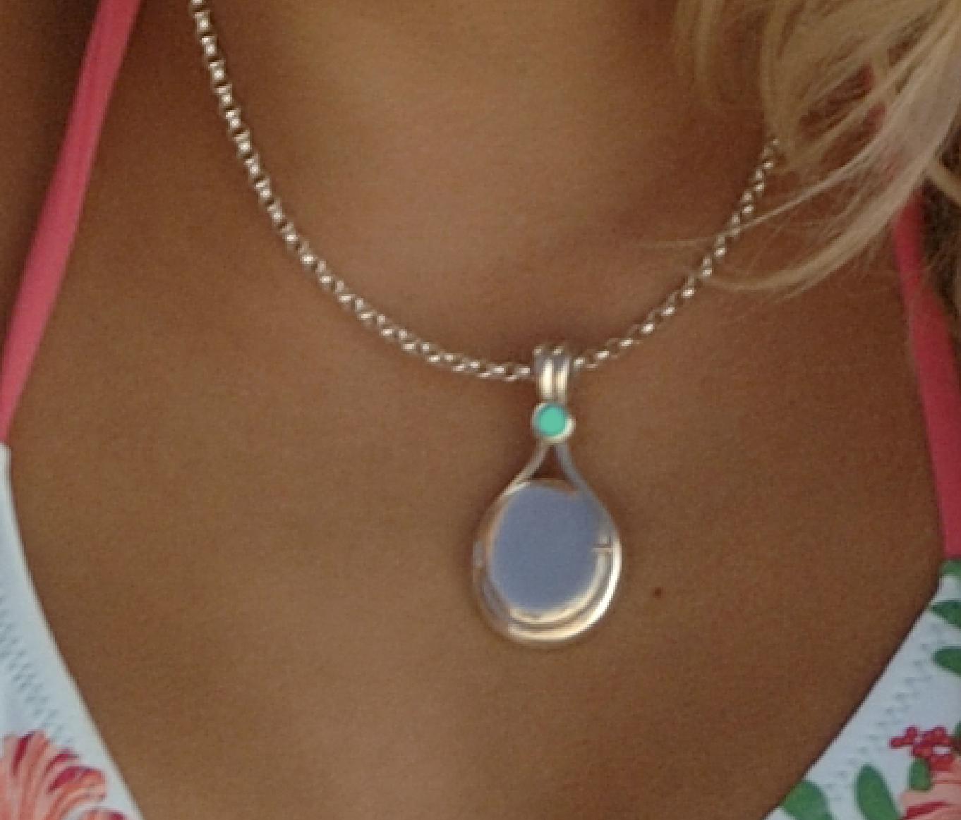 Bella ou Eva's locket