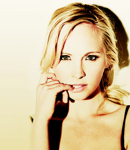 Candice Accola پیپر وال containing a portrait called C <3