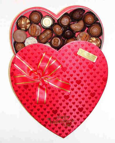 Chocolates in 心 box