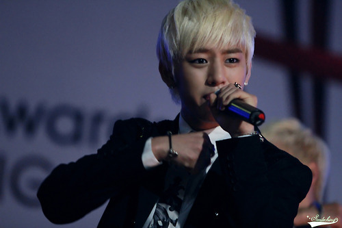 Daehyun Hintergrund with a konzert entitled Daehyun<3333