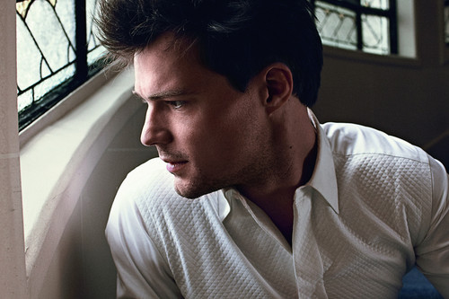 The Vampire Academy Blood Sisters Hintergrund titled Danila Kozlovsky