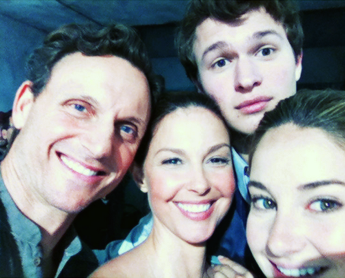 Divergent On Set Photo: The Prior Family!