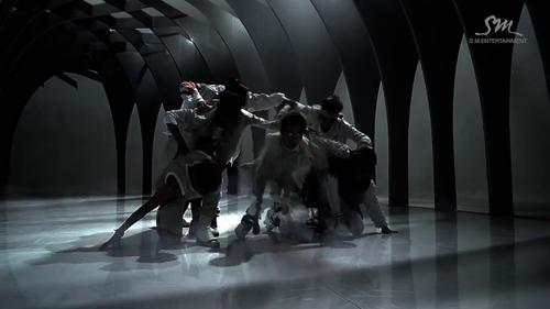 EXO ~ serigala, wolf MV