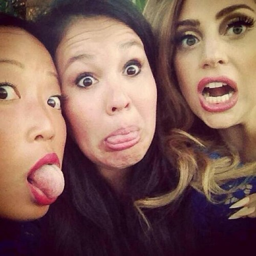 Gaga with her फ्रेंड्स Bo and Arianne in Mexico