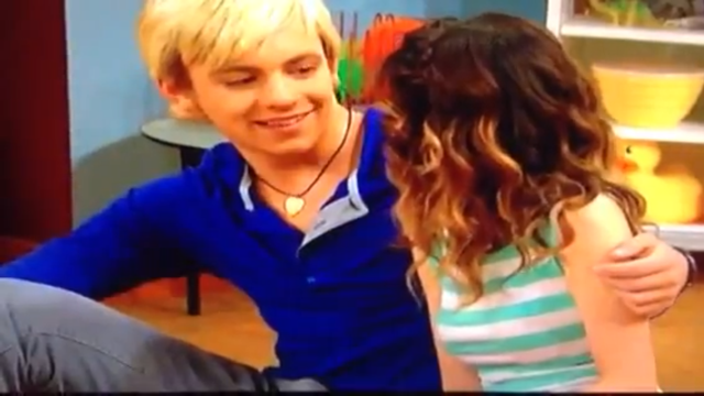 is ally dawson dating austin moon Plot set in miami, austin & ally is about the relationship between two very different musicians: extroverted and fun-loving singer and instrumentalist austin moon, and introverted and awkward songwriter ally dawson, who is also a singer, but has a bad case of stage fright.