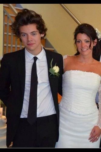 Harry in his mom's marriage (01.06.13)