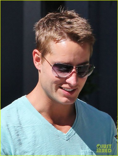 Justin Hartley wallpaper containing sunglasses called Justin♥