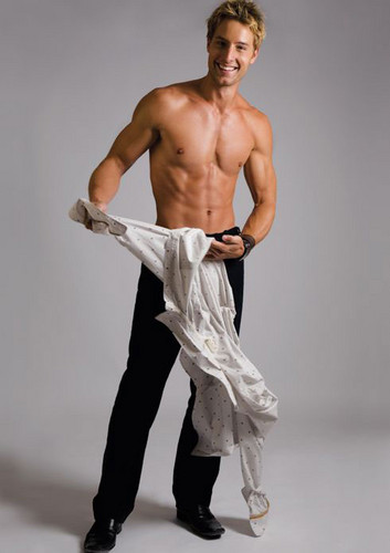 Justin Hartley wallpaper possibly containing a naco, pedaço, hunk and a six pack entitled Justin♥