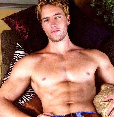 Justin Hartley wallpaper possibly with a naco, pedaço, hunk and skin titled Justin♥