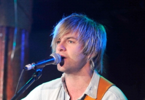 Keith Harkin hình nền possibly with a buổi hòa nhạc and a guitarist called Keith performing with Celtic Thunder for Hurricane Sandy Victims