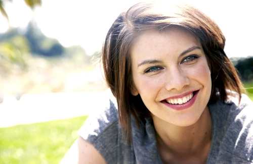 Lauren Cohan achtergrond possibly with a portrait titled Lauren Cohan