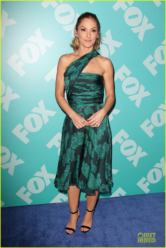 Minka Kelly at fox, mbweha upfronts