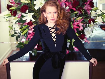 Mireille Enos Hintergrund possibly with a bouquet titled Mireille Enos
