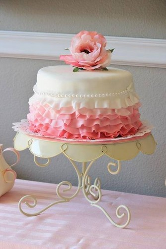 Cakes wallpaper containing a cupcake and a bouquet titled Pretty Cake