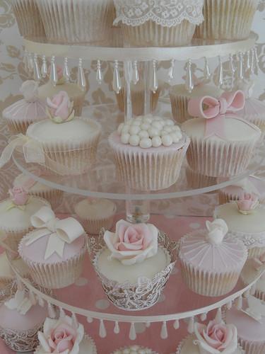 Pretty कप केक