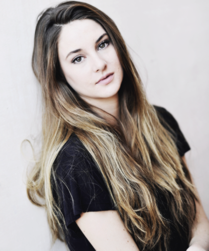 Shailene Woodley wallpaper probably with a portrait entitled S <3