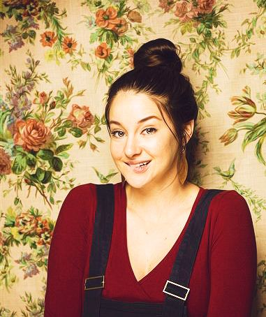 Shailene Woodley wallpaper entitled S <3