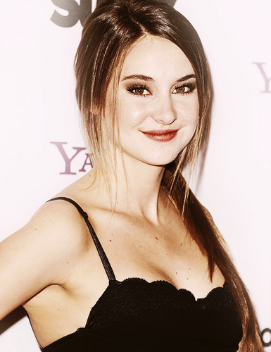 Shailene Woodley wallpaper with attractiveness and a portrait entitled S <3