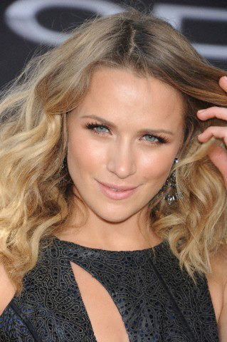 Shantel VanSanten wallpaper with a portrait called Shantel VanSanten