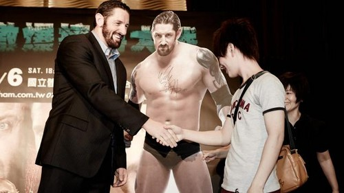 Wade Barrett wallpaper containing a business suit entitled Wade Barrett visits Giappone and Taiwan
