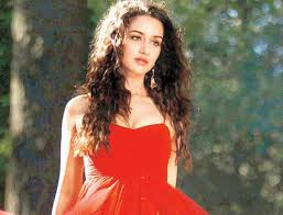 Aashiqui 2 wallpaper probably with a cena dress, a strapless, and a toga, abito called aashiqui 2.