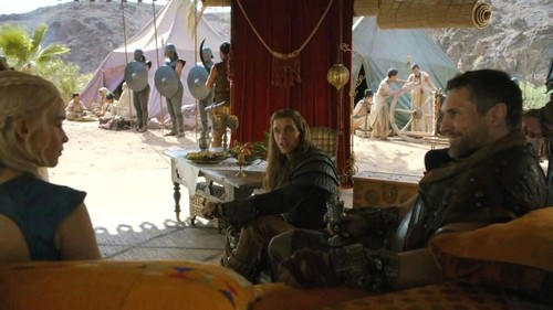 Daenerys Targaryen wolpeyper containing a brasserie, a hapunan table, and a drawing room titled dany and daario with mero