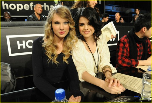 taylor pantas, swift and selena gomez