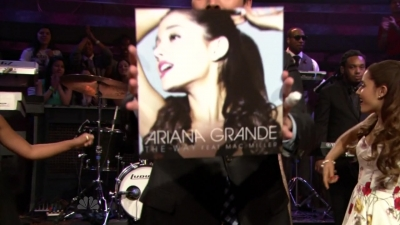 14.June - Ariana and Mac Miller perform The Way on the Late Night with Jimmy Fallon Показать