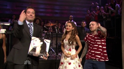 14.June - Ariana and Mac Miller perform The Way on the Late Night with Jimmy Fallon ipakita
