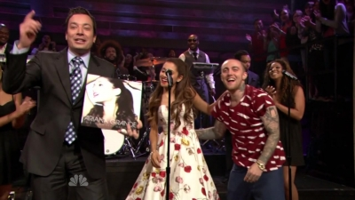14.June - Ariana and Mac Miller perform The Way on the Late Night with Jimmy Fallon 表示する